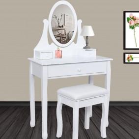Coiffeuse avec miroir + tabouret