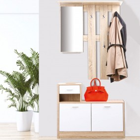Vestiaire d'entrée avec miroir hêtre portes blanches