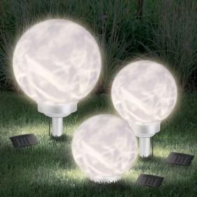 Lampe boule solaire avec led rotative 25 cm
