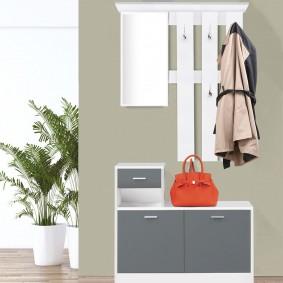 Meuble vestiaire d'entrée bois blanc portes grises avec miroir