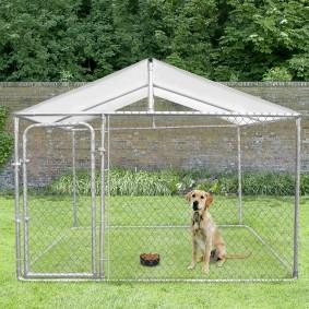 Chenil grillagé pour chiens avec toit 9 m²